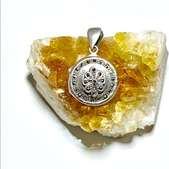 Jewelry - Antique Sterling Silver Locket/Pendant